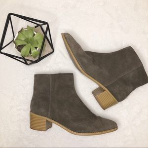 Clarks Breccan Myth Booties Khaki Suede Gray 9.5